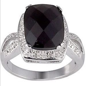 Sterling Silver Onyx and 1/10ct TDW Diamond Ring